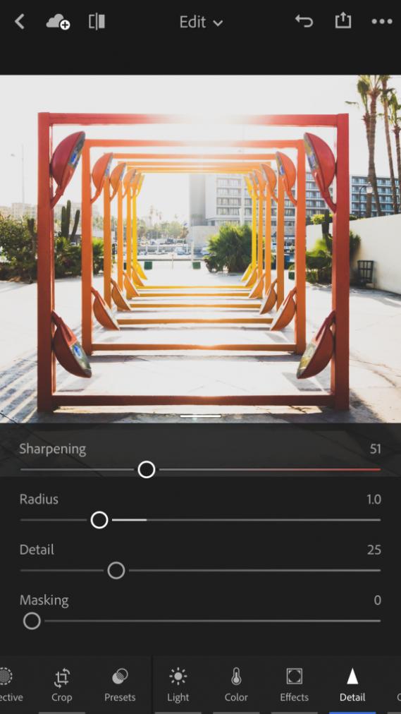 Im Details-Tab lässt sich nun global Schärfen und/oder Rauschen reduzieren. Screenshot: Adobe